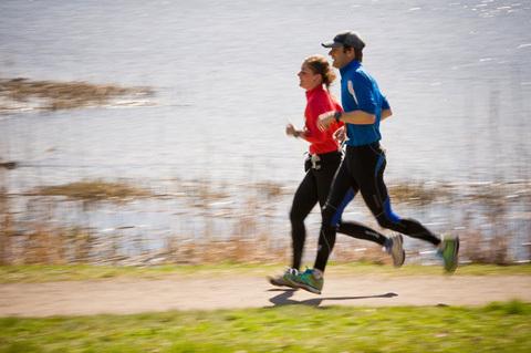 3 roliga sätt att träna fartlek med dina löparkompisar
