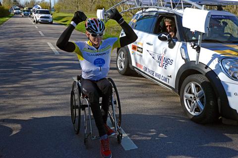 Wings for Life World Run: Aron Anderson knäckte elitlöparna i en standardrullstol