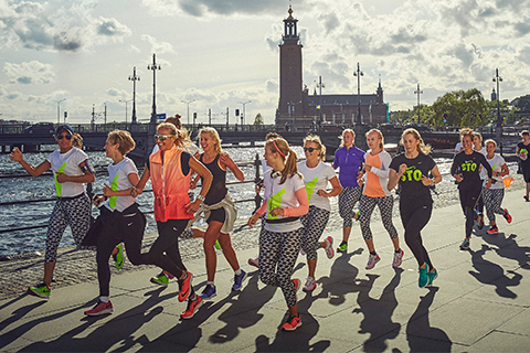 Världens snabbaste maratonlöperska på exklusivt Stockholmsbesök