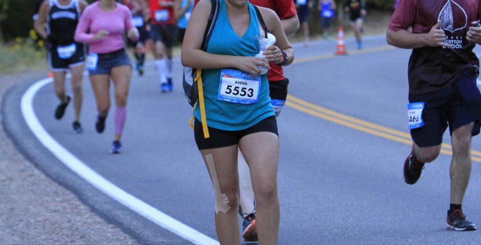 Nyblivna mamman bröstpumpade på löpande fot under halvmaran!