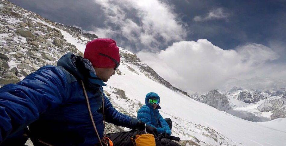 Ensam och utan syrgas. Ultrastjärnan Kilian Jornet nådde toppen på Mount Everest.