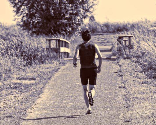 Löpare som springer