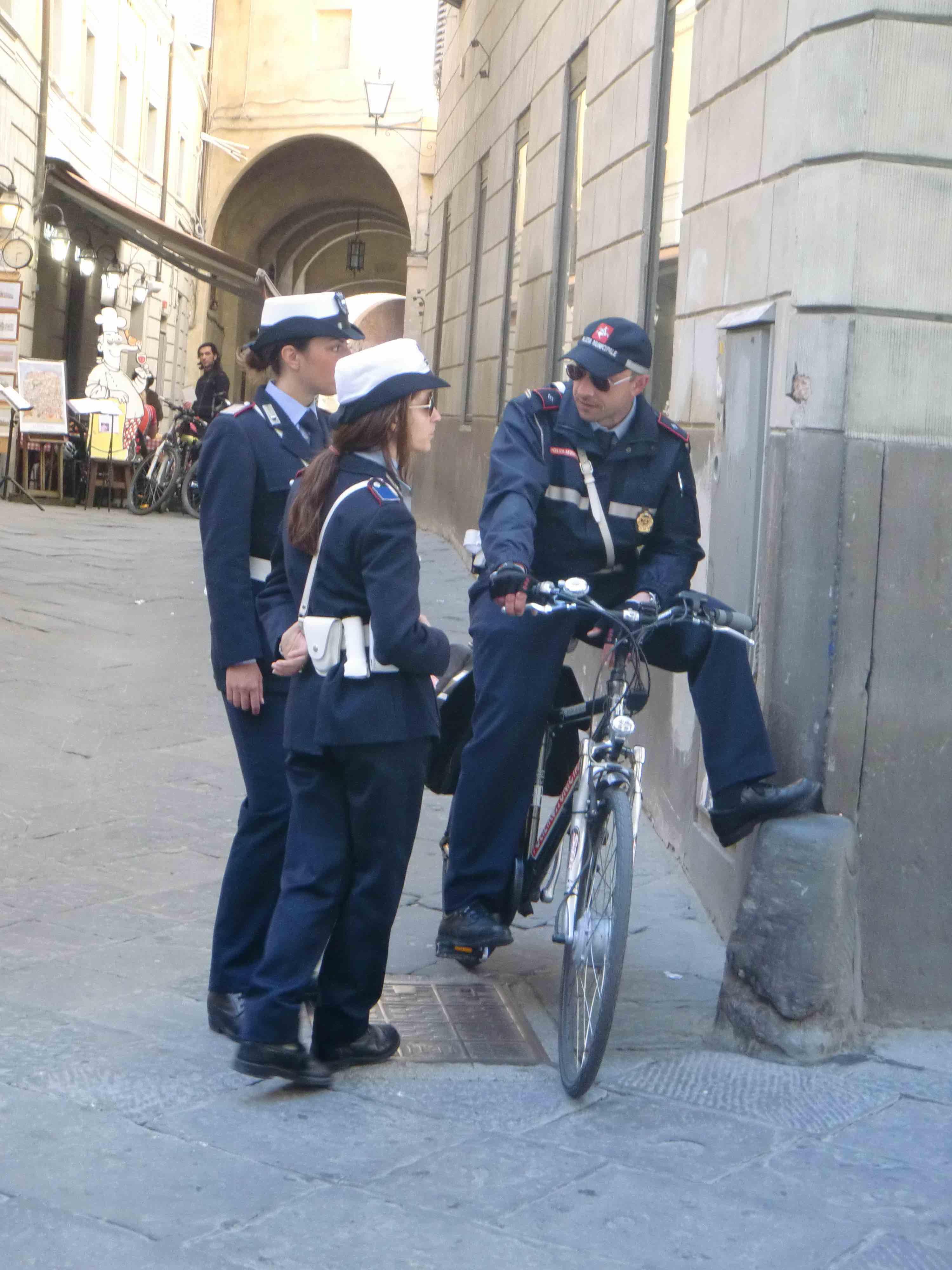 poliser som pratar italienska
